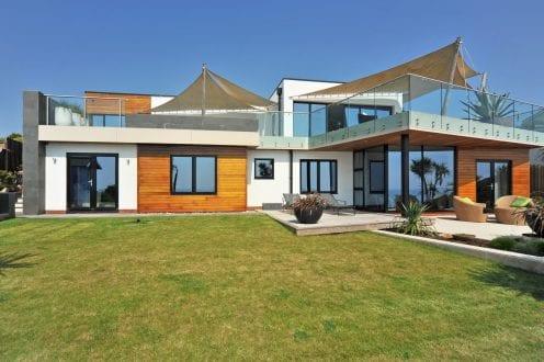 Beach house featuring aluminium windows