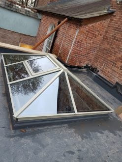 Lantern rooflight with opening vent