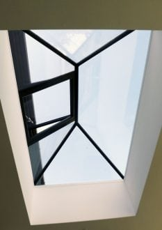 Rooflight lantern with opening vent