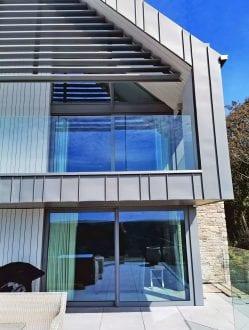 Salcombe house with large sliding doors
